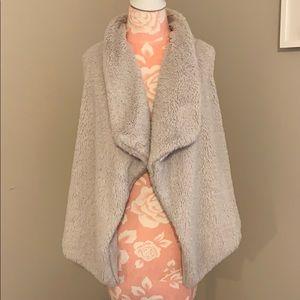 BB Dakota sweater vest
